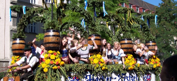 Oktoberfest opening parade